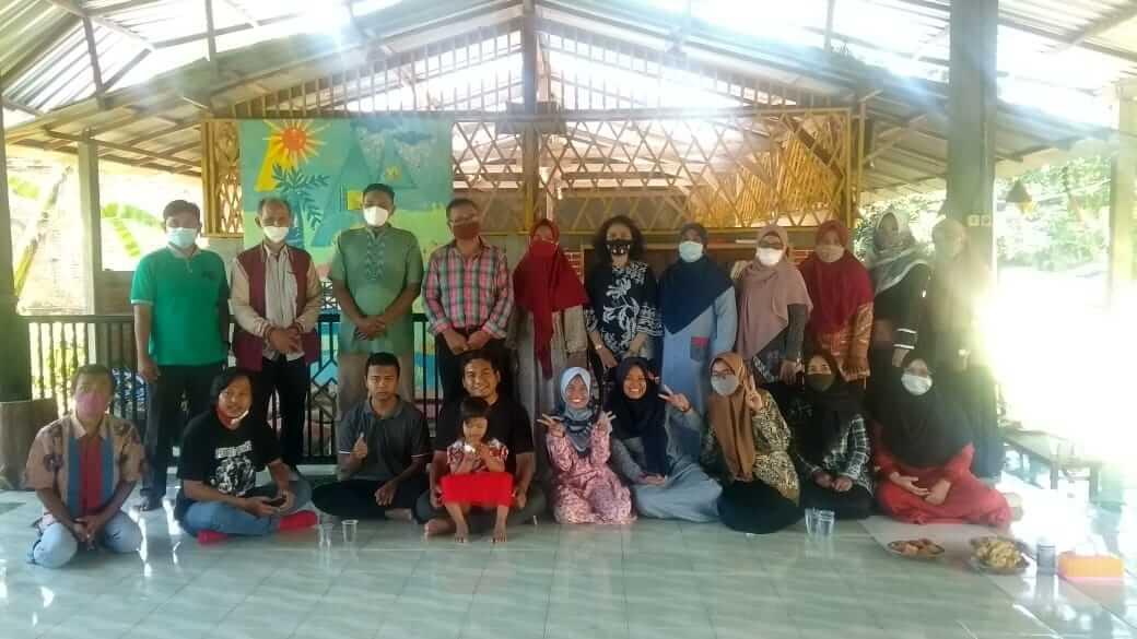 Saresahan dan deklarasi Komunitas Keluarga Anak Istimewa di Sekolah Alam Ramadhani, Kediri. (Foto: NOE/Tugu Jatim)