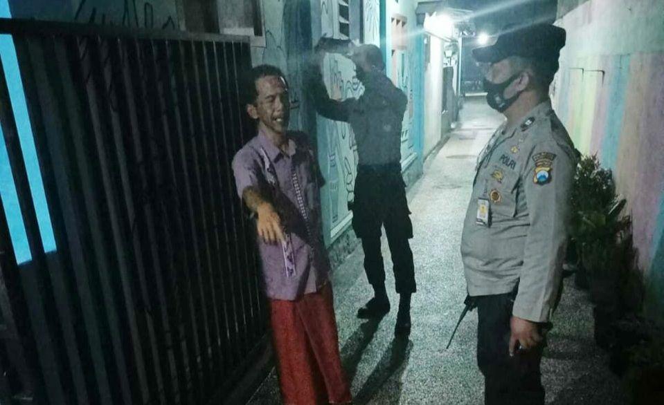Petugas saat melakukan olah TKP di lokasi kejadian curanmor di Jalan Jaksa Agung Suprapto, Klojen, Kota Malang. (Foto : Humas Polresta Malang Kota) tugu jatim