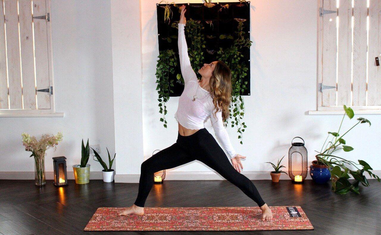 Olahraga jenis yoga dapat membantu nyeri saat menstruasi bagi perempuan. (Foto: Unsplash) olahraga saat menstruasi