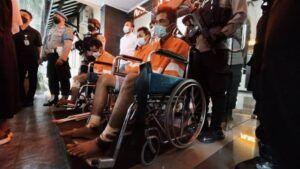 Pelaku yang diringkus pihak kepolisian Polresta Malang Kota usai diwarnai aksi kejar-kejaran di Exit Tol Leces, Probolinggo. (Foto: Azmy/Tugu Malang/Tugu Jatim)