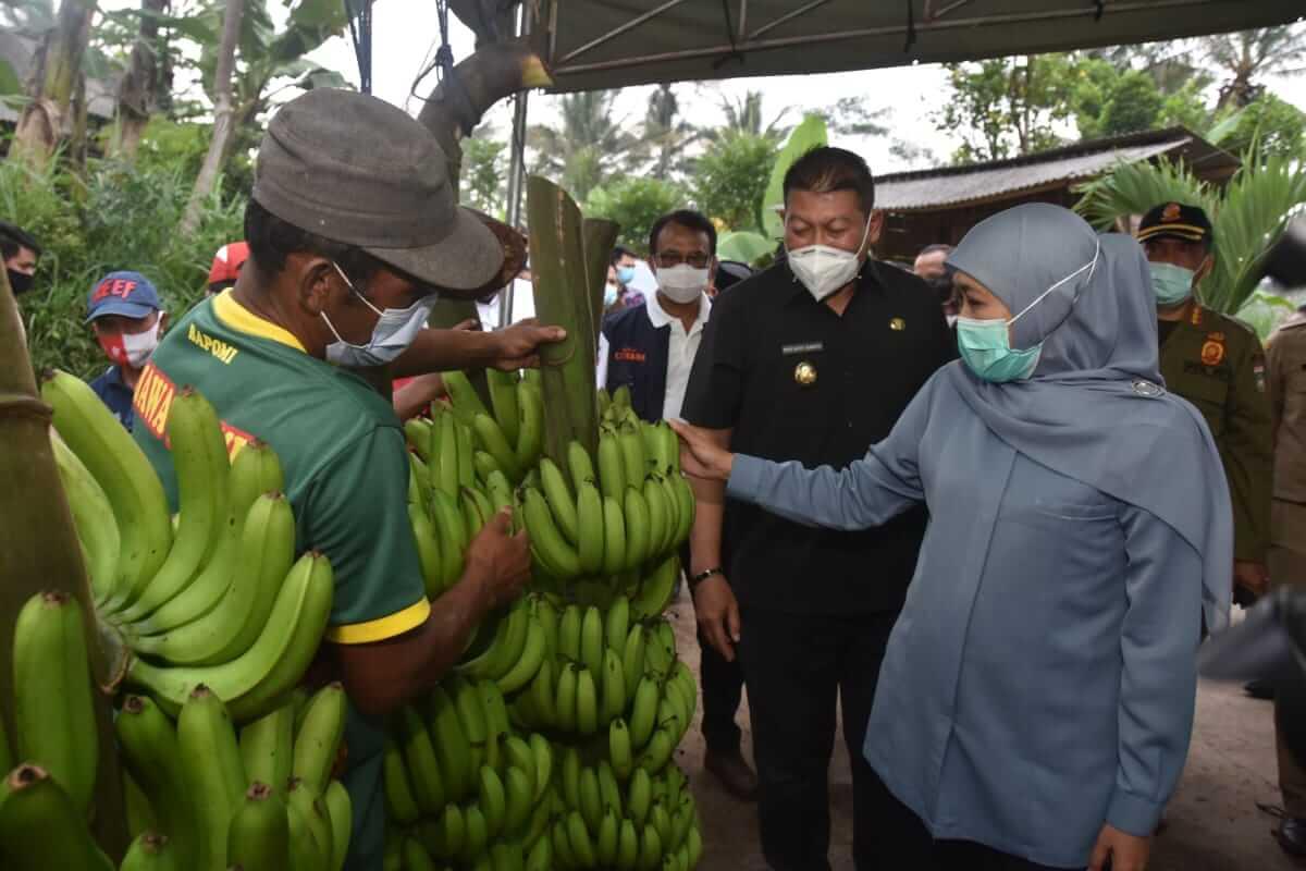 Gubernur Jatim, Khofifah Indar Parawansa saat berkunjung ke Malang, Selasa (16/3/2021). (Foto: RAP/Tugu Malang/Tugu Jatim)