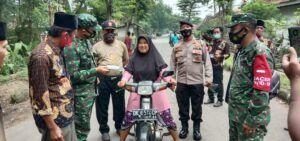 Sosialisasi PPKM Mikro, Danramil di Pasuruan Masuk ke Pelosok Desa