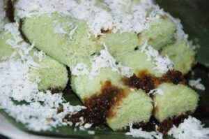 Kue putu, jajanan terbuat dari beras di Puthu Lanang Malang ini dibanderol Rp 10.000 per porsi. (Foto: Instagram/Puthu Lanang)