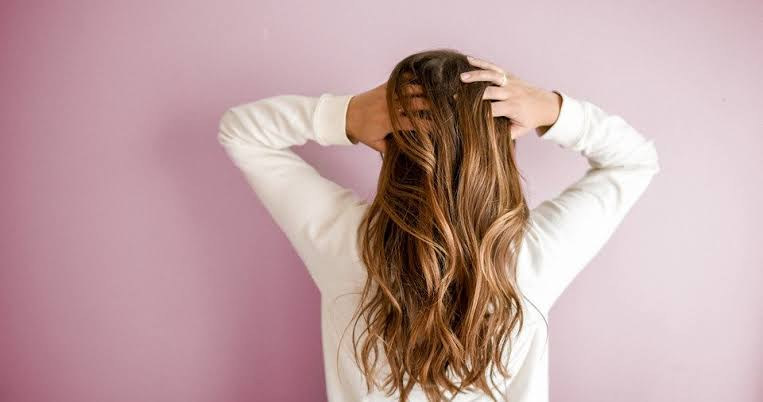 Ilustrasi perempuan yang memiliki rambut panjang. (Foto: Pixabay)