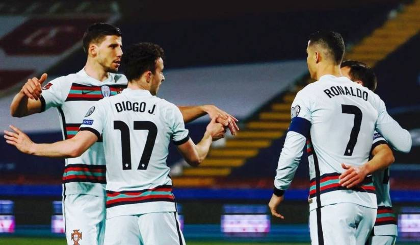 Pemain Portugal, Diogo Jota pencetak gol di babak awal melakukan selebrasi bersama rekan-rekan setimnya pada laga Serbia vs Portugal. (Foto: Instagram/Portugal)