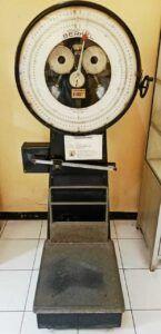 Koleksi alat timbangan di Museum Kesehatan Jiwa. (Foto: Ovi-Gufron/Tugu Jatim)