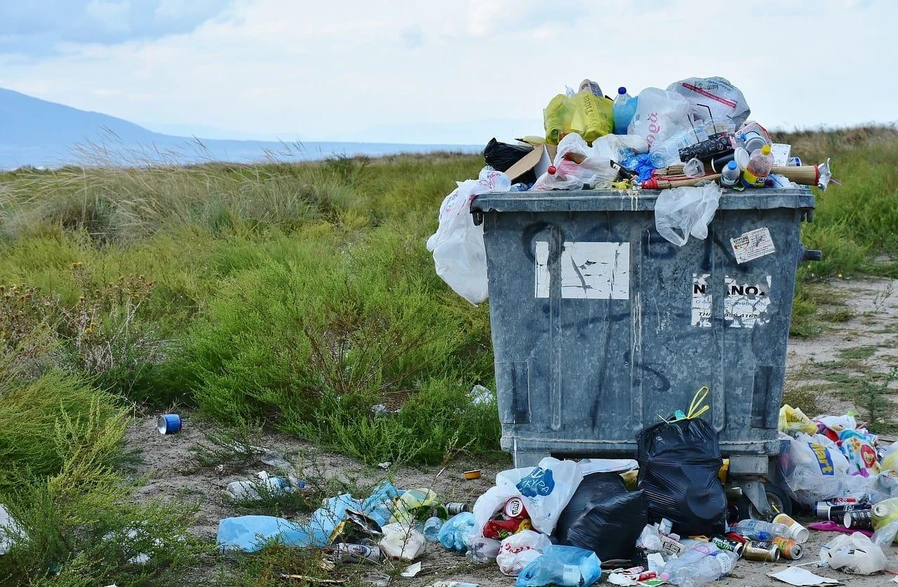 Ilustrasi limbah sampah plastik yang mulai dilarang oleh Pemkot Malang per Maret ini. (Foto: Pixabay) tugu jatim