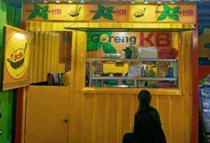 Sego Goreng KB ini beralamat di Pujasera Ayam Bakar Pak D, Jl Diponegoro No. 88, Ngambon, Grimoyo Karangploso, Kabupaten Malang. (Foto: Ovi-Gufron/Tugu Jatim)