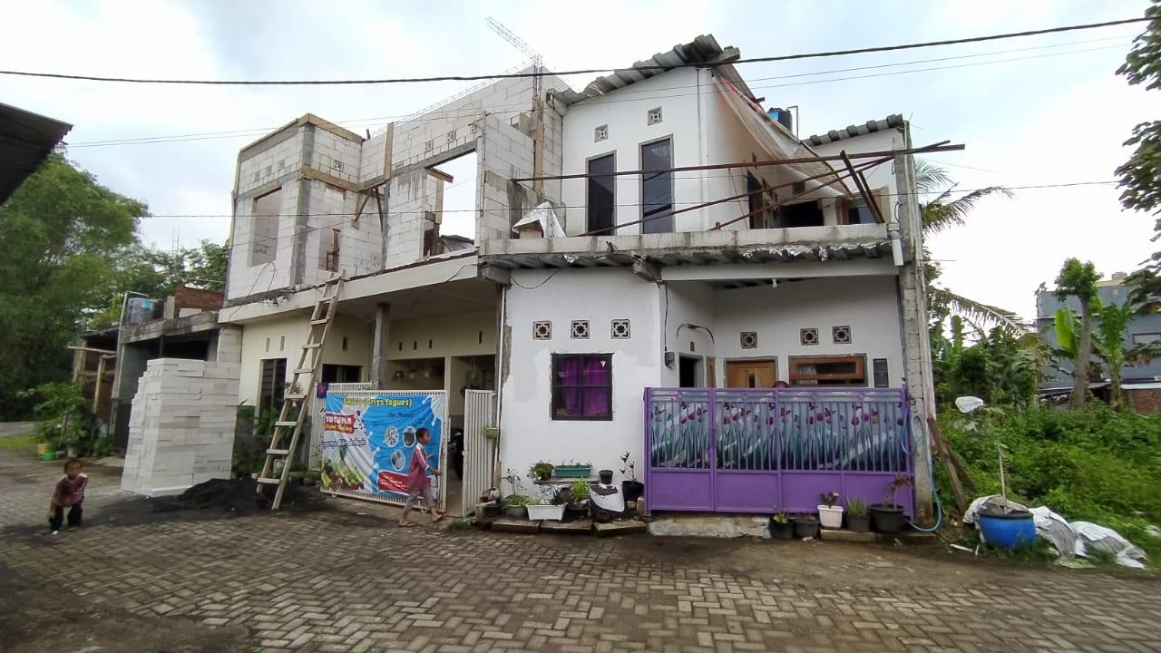 Rumah terduga teroris di Malang yang digeledah dan didatangi oleh Densus 88 Antiteror. (Foto: AZM/Tugu Malang/Tugu Jatim)