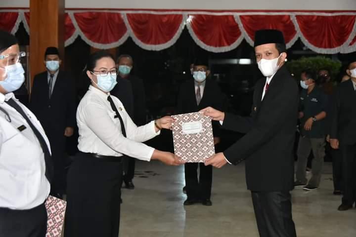 Wakil Bupati Syah M Natanegara, ketika melantik 159 pejabat fungsional Kabupaten Trenggalek. (Foto: Dokumen/Pemkab Trenggalek)