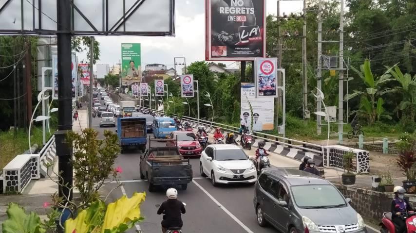 Salah satu titik kemacetan di Jalan Ranugrati, Kota Malang. (Foto: Azmy/Tugu Jatim)