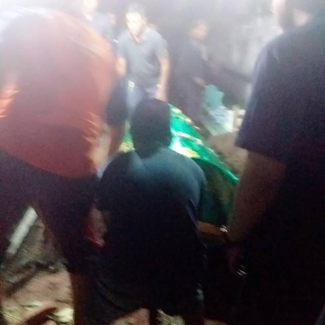 Imam masjid yang meninggal langsung dimakamkan. (Foto: Rap/Tugu Jatim)