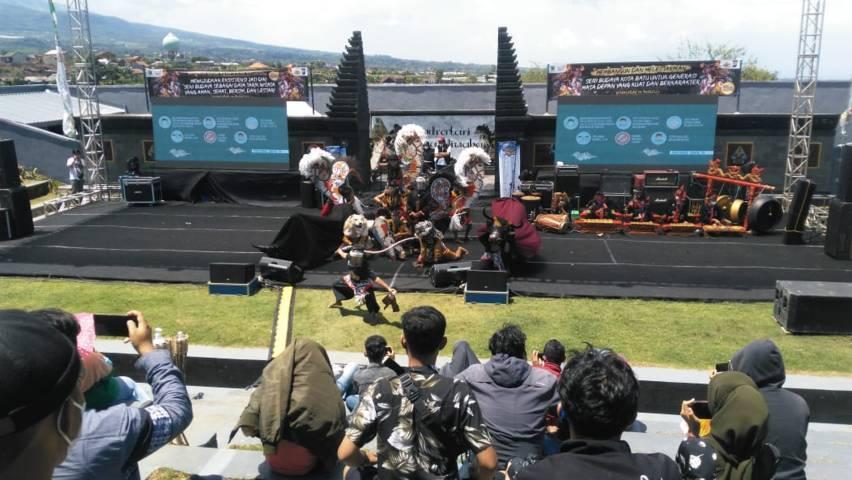 Pagelaran kesenian sendra tari Arjuna Wiwana. (Foto: Disparta Kota Batu/Tugu Jatim)