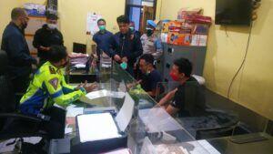 Manajer Backroom by Triangle dibawa ke kantor polisi untuk diberi peringatan. (Foto: Polresta Malang Kota/Tugu Jatim)