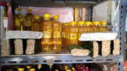 Minyak goreng, salah satu kebutuhan pokok yang akan dijual di Pasar Murah pada Minggu pagi (11/04/2021), di Jalan Dr Soetomo Bojonegoro. (Foto: Istimewa/Tugu Jatim)