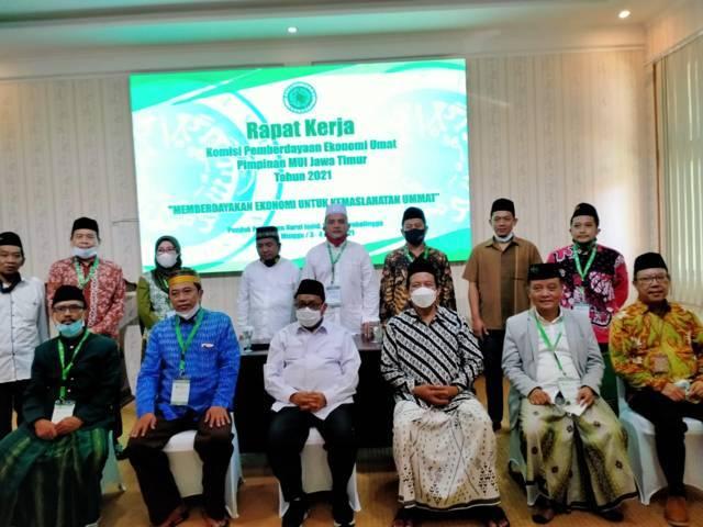 KPEU MUI Jawa Timur menggelar rapat kerja (raker) di Pondok Pesantren Nurul Jadid Paiton Probolinggo. (Foto: KPEU MUI Jawa Timur/Tugu Jatim)
