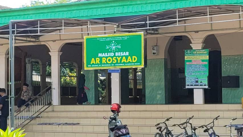 Di Kompleks Masjid Ar-Rosyaad, Ketua Lesbumi PBNU Kiai Agus Sunyoto akan dikebumikan. (Foto: Noe/Tugu Jatim)