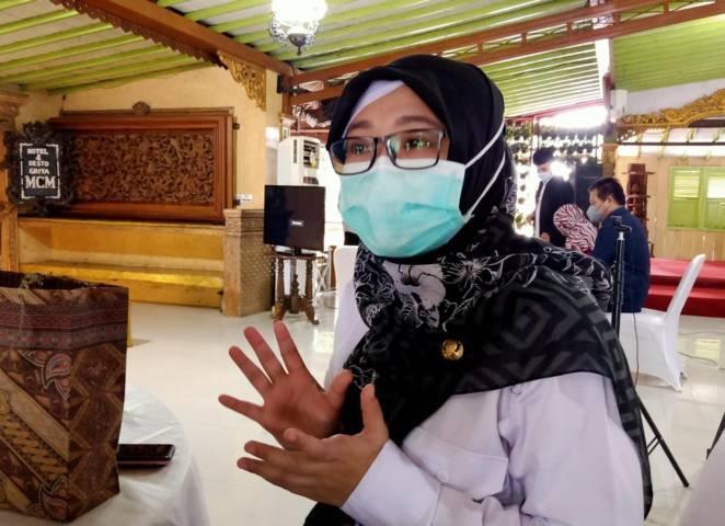 Kasi pencegahan dan pengendalian penyakit Dinas Kesehatan (Dinkes) Bojonegoro Dr Whenny Dyah Prajanti saat menjelaskan vaksinasi di Bojonegoro pada bulan Ramadhan. (Foto: Mila Arinda/Tugu Jatim)