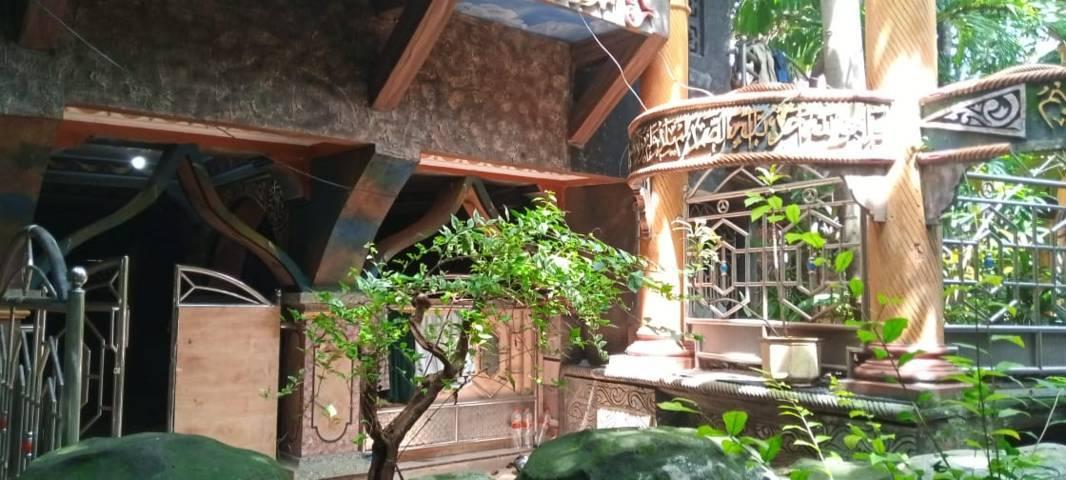 Pintu masuk Masjid Perut Bumi. (Foto:Rochim/Tugu Jatim)