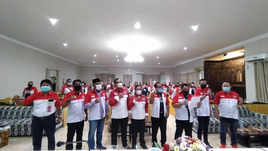 Ketua DPD LIRA Malang Raya M. Zuhdy Achmadi saat memimpin pembacaan deklarasi Gerakan Anti Teror di Malang, Sabtu (10/04/2021). (Foto:Azmy/Tugu Jatim)