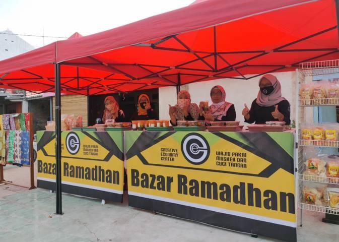 Para pelaku ekonomi kreatif yang menggelar bazar Ramadhan di Jalan MH Thamrin 91, Kota Bojonegoro. (Foto: CEC Bojonegoro/Tugu Jatim)