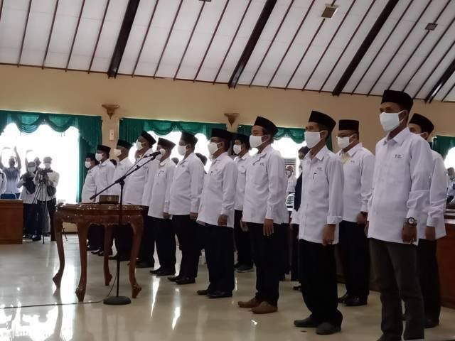 Proses pelantikan Dewan Kehormatan dan Pengurus PMI Bojonegoro. (Foto: Mila Arinda/Tugu Jatim)