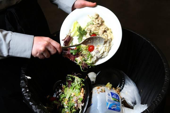 Ilustrasi sisa makanan dapat yang mengakibatkan pemanasan global. (Foto: Wikye.com/Tugu Jatim)