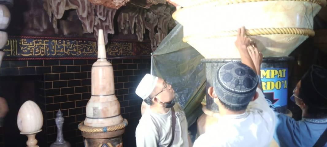 Tempat berdoa bagi jamaah Masjid Perut Bumi. (Foto:Rochim/Tugu Jatim)