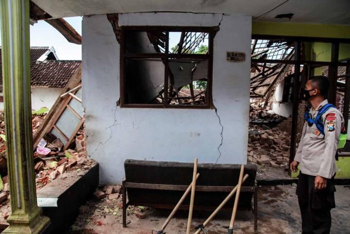 Rumah yang hancur akibat terdampak gempa. (Foto: Bayu Eka Novanta/Tugu Malang/Tugu Jatim)