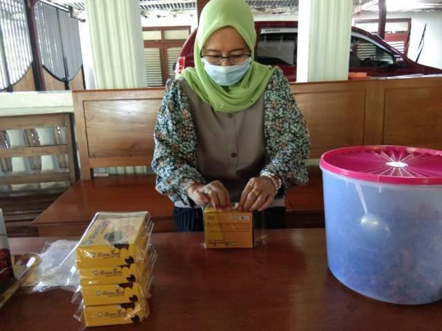 Kurmo Jowo dikemas langsung oleh Endah. (Foto: Mila Arinda/Tugu Jatim)