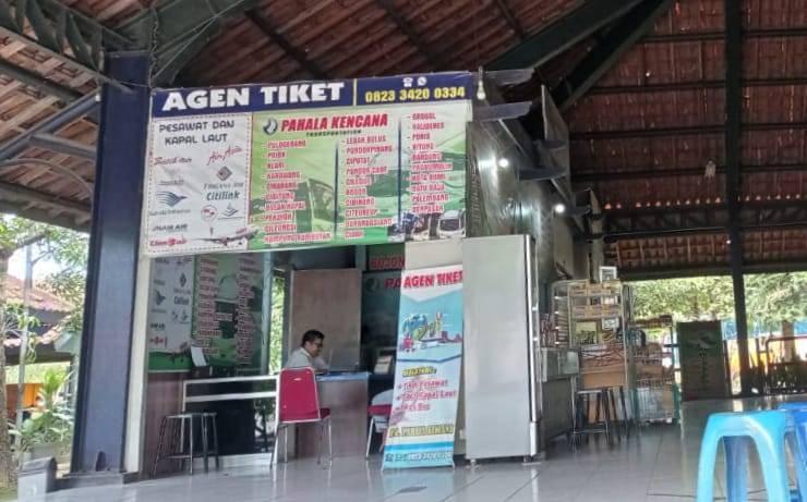 Agen travel di Terminal Rajekwesi Bojonegoro. (Foto: Mila Arinda/Tugu Jatim)