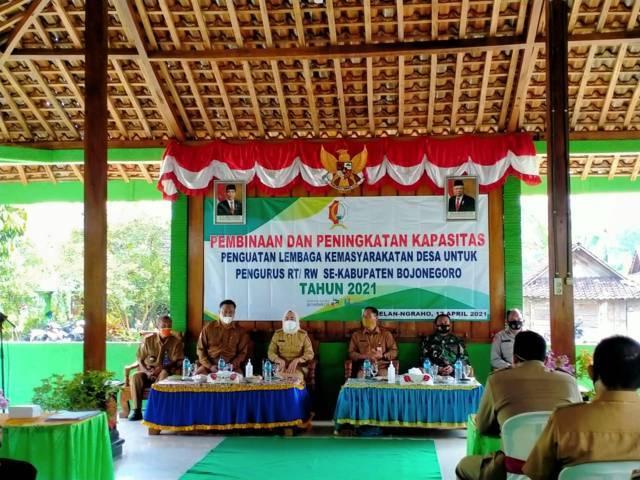 Proses kegiatan pembinaan pengurus RT-RW di Kabupaten Bojonegoro. (Foto: Kominfo Bojonegoro/Tugu Jatim)