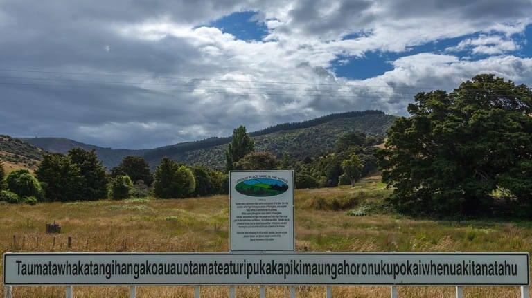 Bukit Taumatawhakatangihangakoauauotamateaturipukakapikimaungahoronukupokaiwhenuakitanatahu di Selandia Baru. (Foto: Dokumentasi theculturetrip/Tugu Jatim)