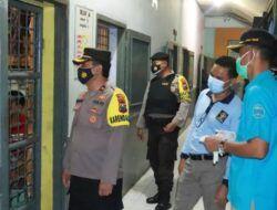 Setiap sel diperiksan oleh petugas. (Foto: Humas Polres Tuban/Tugu Jatim)