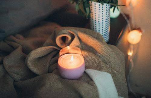 Ilustrasi lilin aromaterapi bisa membuat ruangan harum dan memberi kesan nyaman. (Foto: Pexels/Tugu Jatim)