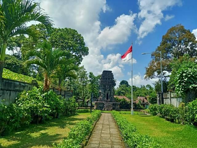 Candi Kidal biasanya bisa dikunjungi pada pukul 8:30-15:00 WIB. (Foto: Ovi-Gufron/Tugu Malang/Tugu Jatim)
