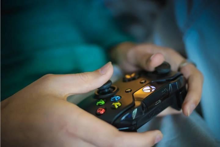 Ilustrasi bermain game dan manfaat bermain game. (Foto: Pixabay)