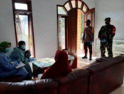 Selain tracing, petugas juga mengedukasi warga soal Covid-19. (Foto: Dok/Tugu Jatim)