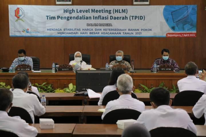 Acara High Level Meeting (HLM) yang dilaksanakan Tim Pengendali Inflasi Daerah (TPID) Pemkab Bojonegoro Rabu (07/04/2021). (Foto: Humas Pemkab Bojonegoro/Tugu Jatim)