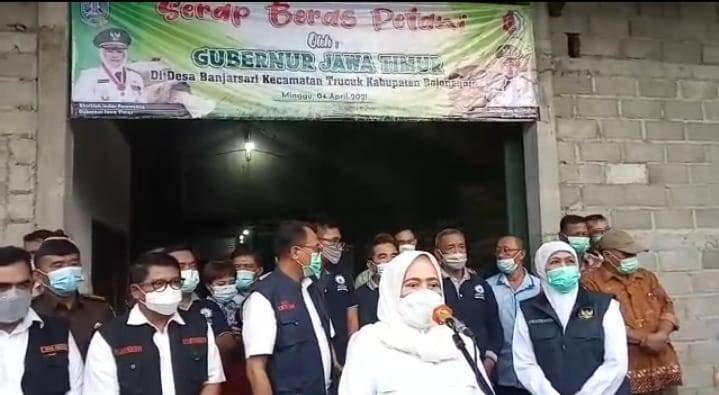Bupati Bojonegoro Anna Muawanah saat menjelaskan jika Bojonegoro menjadi salah satu penghasil beras terbesar di Jawa Timur. (Foto: Istimewa/Tugu Jatim)