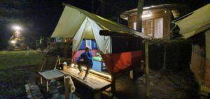 Kamar homestay dan tenda di DLengkong.(Foto: Dok/Tugu Jatim)