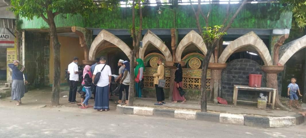 Pengunjung dari berbagai daerah di Indonesia. (Foto:Rochim/Tugu Jatim)
