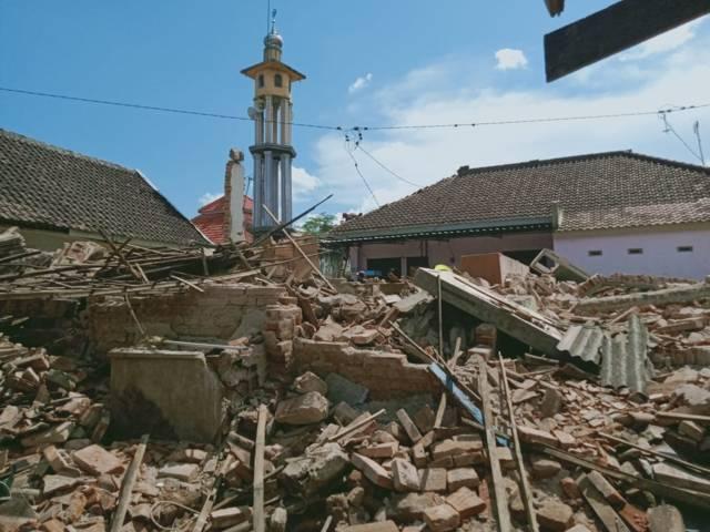 Rumah warga di Dampit yang hancur diterpa gempa Malang. (Foto: Rap/Tugu Jatim)