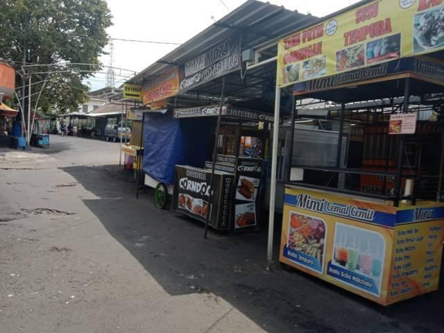 Keberadaan PKL di kawasan Kota Batu. (Foto: Sholeh/Tugu Jatim)