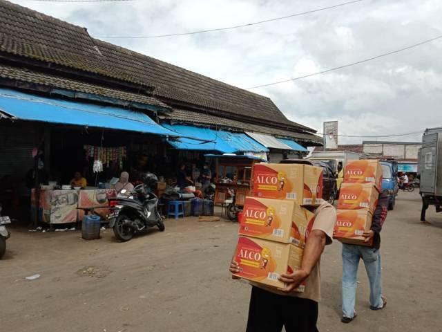 Aktivitas warga di Pasar Besar Kota Batu. (Foto: Sholeh/Tugu Jatim)