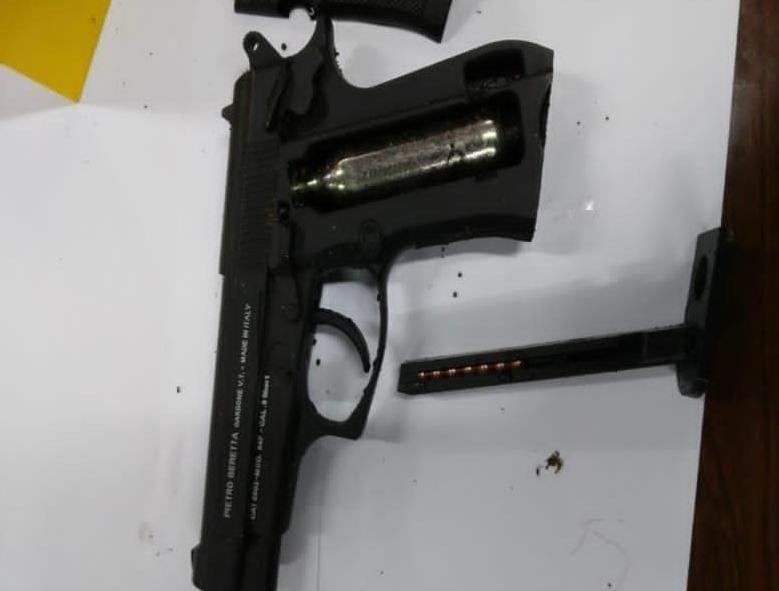 Ilustrasi airgun, jenis senjata yang digunakan pelaku teror di Mabes Polri Rabu (31/3/2021). (Foto: Dokumen/Polda Jatim)