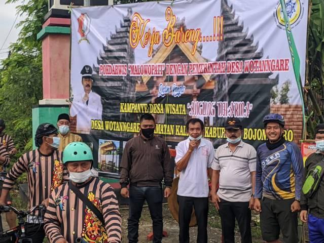 Kegiatan kampanye Desa Wisata Angling Dharma pada Minggu (11/04/2021) oleh Wakil Bupati Bojonegoro Budi Irawanto, Kelompok Sadar Wisata (Pokdarwis) Malowopati, dan pemerintah Desa Wotanngare (Foto: Humas Pemkab Bojonegoro)