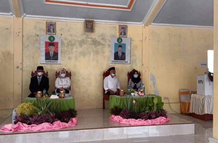 Dua calon kepala Desa Mlinjon, Kecamatan Suruh, Kabupaten Trenggalek. (Foto: Zamz/Tugu Jatim)