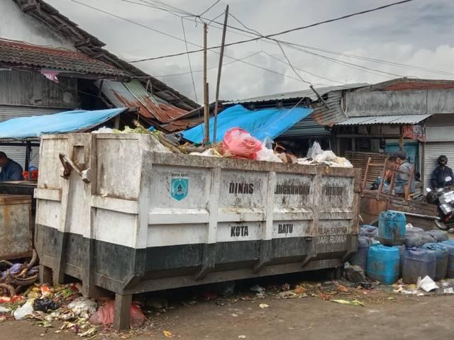 Bak penampung sampah sementara DLH Kota Batu. (Foto: Sholeh/Tugu Jatim)