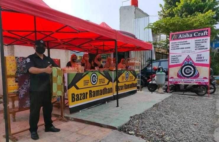 Bazar Ramadhan yang digelar tetap memakai prokes. (Foto: CEC Bojonegoro/Tugu Jatim)